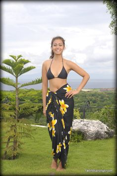 Plumeria Sarong in Black / Yellow Brand: Style: Sarong Skirt, Tie Skirt, Plus Size Sewing Patterns, Skirt Patterns Sewing, Sarong Tying, Hippie Crafts, Beach Skirt, Sewing Clothes, Dressmaking