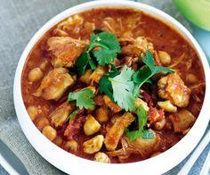 A low-fat, flavorful curry with onions, in a garlic tomato sauce For non-meat eaters - vegetables, tofu or plant protein can be substituted in most recipes. Adj easiest slow cooker recipes Chicken And Chickpea Curry, Chicken Curry, Coconut Chicken, Chickpea Meals, Korma Curry Paste, Curry Recipes, Healthy Recipes, Savoury Recipes, Tofu Recipes