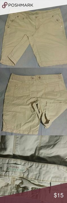 """Natural Reflections Chino Shorts Pants Tan Size 14 Women's Plus Size 14 item is in a good condition measurements WAIST 18"""" INSEAM 11"""" Length 20"""" 100% cotton Natural Reflections  Shorts"""