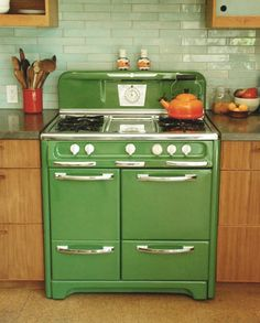 ✔ retro and vintage kitchen remodel ideas 00015 ~ Ideas for House Renovations Dwell On Design, Home Design, Interior Design, Design Ideas, Diy Interior, Design Design, Sweet Home, Cuisinières Vintage, Vintage Green