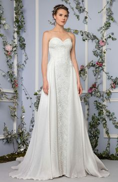 c73055fc47 Tony Ward Bridal 2017 l Look 9 l Hera - Off White semi sweetheart Macrame  evening dress with an overskirt in printed Gazar.