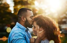 6 reasons why your partner, significant other, boyfriend, girlfriend, or friends with benefits may kiss you on the forehead. The meaning behind forehead kisses revealed depending on your relationship and who is kissing you on your forehead. Funny Dating Quotes, Dating Memes, Couple Photography Poses, Friend Photography, Maternity Photography, Family Photography, Kiss Meaning, Chat Line, Local Dating
