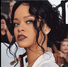 Rihanna Producer Claims Singer Intends To Leave Roc Nation - That ...