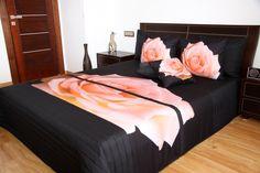 Prehoz na posteľ čiernej farby s 3D podtlačou ruže