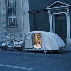 really? love this vintage camper and vespa!***Research for possible future project.