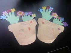 Moederdag creatie....  planten zijn dmv handen van je kind...