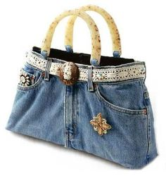 """diy_crafts- """"Up cycled denim purse"""", """"upcycled Denim bag with lace belt, made from jeans."""", """"\""""Denim bag with lace belt - make with liner Diy Jeans, Sewing Jeans, Jeans Recycling, Denim Purse, Denim Bags From Jeans, Denim Skirt, Denim Ideas, Denim Crafts, Jeans Material"""