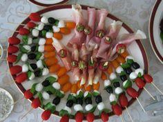 voorgerechten  - mozarella, tomaat, basilicum, olijf