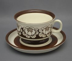 Arabia Finland 1 * Katrilli cup with saucer design Esteri Tomula Vintage Pyrex Dishes, Vintage Kitchenware, Coffee Container, Ceramic Design, High Tea, Cup And Saucer, Flower Designs, Metallica, Finland