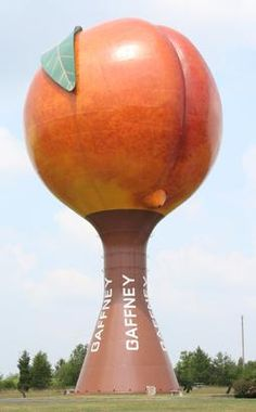 One of many strange attractions in the U.S. is this giant peach that can easily be  seen off Route 85 in Gaffney, South Carolina.  It's a functional water tower.