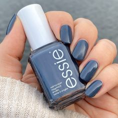 """Mi piace"": 2,970, commenti: 31 - Jenn Tibbitts (@nailsbyjenntendo64) su Instagram: ""Wearing { Anchor Down } from the @essie Spring 2018 collection for my #midweekmani and because…"""