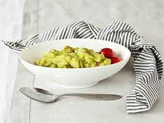 Guacamole | Valio Guacamole, Lactose Free, Serving Bowls, Macaroni And Cheese, Paleo, Yummy Food, Cooking, Tableware, Ethnic Recipes
