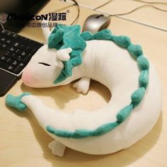 Haku Neck Pillow for Spirited away fans! This pillow is not only a cute Haku plush, it is also best friend during travelling. Beside the cuteness of Haku, Softies, Plushies, Sewing Crafts, Sewing Projects, Diy Crafts, Spirited Away Haku, Cute Stuffed Animals, Dragon Stuffed Animal, Neck Pillow