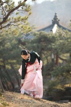 Hanbok   Korea Korean Traditional Dress, Traditional Dresses, We Are The World, People Of The World, Korean Women, Korean Girl, Korean Outfits, Korean Clothes, Korea Dress