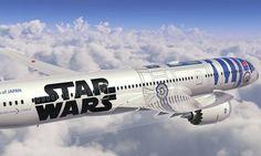 Companhia aérea japonesa apresenta aeronave com decoração de Star Wars +http://brml.co/1DIHwYs