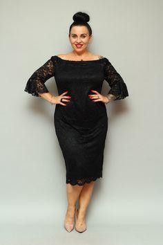 Sukienka BELLA koronkowa hiszpanka może zachwycić niejedną wielbicielkę koronkowych kreacji. Uszyta zgodnie z najnowszymi trendami w modzie dla kobiet plus size pragnących podkreślić swoje walory w subtelny sposób. Dwuwarstwowa, wykonana z najwyższej jakości koronki o wyraźnym kwiatowym deseniu przez polskiego producenta odzieży plus size zorientowanego na projektowanie dla kobiet noszących duże rozmiary. Bella, High Neck Dress, Dresses, Fashion, Fashion Styles, Turtleneck Dress, Vestidos, Moda, The Dress