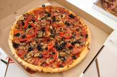 Capricciosa Pizza Ricci Vegetable Pizza, Vegetables, Food, Salads, Veggies, Essen, Vegetable Recipes, Yemek, Meals