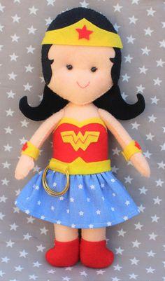 Superwoman, súper ,mujer maravilla, superheroe, fieltro, regalo, juguetes , niños, niñas, muñeco.