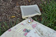 Attach grommets to corners of picnic blanket. Use golf tees to anchor, which are also kept in a zippered bag.