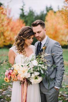 Romantic Fall Wedding Photos | Danaea Li Photography | https://heyweddinglady.com/romantic-vintage-botanical-wedding-shoot-at-a-rustic-winery/