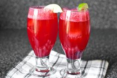 Blackberry Gin Fizz Recipe Cocktails, Beverages with blackberries, sugar, gin, fresh lime juice, club soda, sweet basil