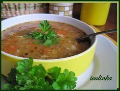 Do hrnce nalijeme olej, na něm zpěníme na kostičky nakrájenou cibuli, pak přidáme nakrájenou hlívu, mrkev, petržel a celer a zeleninu orestujeme...