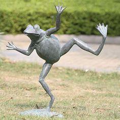 Google Image Result for http://creativegardendecor.com/wp-content/uploads/2010/01/frog_garden_sculptures-2706.jpg