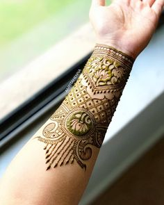 Top Simple Mehndi Designs - Easy-Peasy Yet Beautiful! Pretty Henna Designs, Floral Henna Designs, Indian Mehndi Designs, Modern Mehndi Designs, Henna Art Designs, Mehndi Designs For Girls, Wedding Mehndi Designs, Mehndi Designs For Fingers, Mehndi Design Images