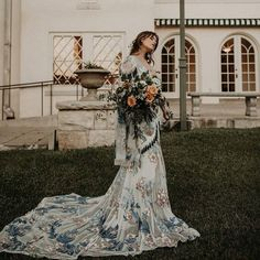 Beautiful and Smart Ideas for Bohemian Wedding Dresses Obviously, deep neck adds some definition to Wedding Dress Diy, Blue Wedding Dresses, Bohemian Wedding Dresses, Hippie Dresses, Bridal Dresses, Wedding Ideas, Wedding Hair, Diy Wedding, Bohemian Hairstyles