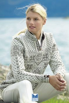 Dale of Norway ~ a truly beautiful pattern and colour combination ……. Ins… Dale of Norway ~ eine wirklich schöne Muster- und Farbkombination ……. Nordic Pullover, Nordic Sweater, Fair Isle Pattern, Fair Isles, Fair Isle Knitting, Sweater Shop, Mode Inspiration, Beautiful Patterns, Pulls