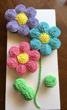 Cupcakes. Pull apart cake. Flower power! Buttercream icing. Chocolate and vanilla cupcakes. Spring fun