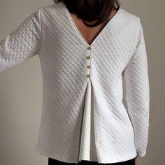 La blouse Ortense peut être un sweat féminin ou une blouse selon ce que vous déciderez! Ce patron possède de nombreuses options, venez le découvrir!