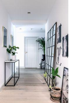 pasillo en estilo nórdico y blanco y negro