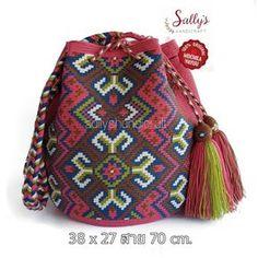 52 Me gusta, 1 Comentarios - auténtico bolso Wuyu . Form Crochet, Crochet Art, Crochet Home, Hand Crochet, Beaded Purses, Crochet Purses, Crotchet Bags, Mochila Crochet, Tapestry Crochet Patterns