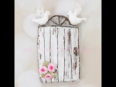 For this tutorial I will show you how to create a rustic door with a wood grain effect using royal icing, how to pipe dimensional birds, and Lambeth style ro...