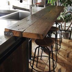 Plank breakfast bar in kitchen Den Decor, Home Decor, Surf House, Modern Rustic Homes, Wood Interiors, Japanese House, Image House, Restaurant Design, Minimalist Design