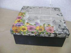 Resultado de imagen para cajas decoradas con papel periodico Decoupage, Decorated Boxes, Vintage, Home Decor, Schoolgirl, Newspaper, Wood Art, Boxes, Handmade Crafts