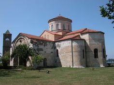 Trabzon Ayasofya Kilisesi Müzesi - Türkiye. Manuel Komnenos zamanında (1238-1263) inşa edilmiştir. Kare-haç planlıdır.