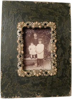 Wilco Imports Distressed Charcoal Brown Wood Photo Frame with Pearl and Rhinestone Trim Wilco Imports,http://www.amazon.com/dp/B00603NDXM/ref=cm_sw_r_pi_dp_Ru-utb1Z47WXXCV9