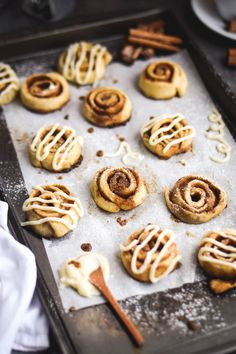 Who's ready to kick the mid-week blues to the curb with some serious yumminess????? So I realized the other day that I've never shared a recipe for basic cinnamon rolls on the blog. Whahhhh?!?!? I mean, I kind of already knew that but thinking about it made me really...    Gringalicious
