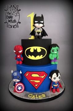 We love this Superhero themed cake. Simply stunning.