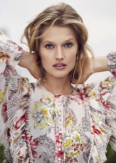 Top model Toni Garrn is a 'Natural Wonder' styled by Erin Flaherty in images by Adam Franzino for Marie Claire US April Hair by Miki; makeup by Campbell Ritchie Floral Fashion, Uk Fashion, Fashion Models, Girl Fashion, Fashion Tips, Ladies Fashion, Fashion Trends, Toni Garrn, Marie Claire