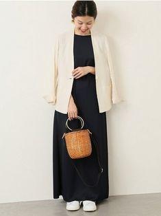 定番のフレンチリネンジャケットのうち、Vネックタイプは羽織るとすっきりとしたラインで綺麗に着られるシ Lady Dior, How To Wear, Bags, Fashion, Handbags, Moda, Fashion Styles, Fashion Illustrations, Bag