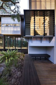 Minimalist House // exterior living space at the Marcus Beach House by Bark Architects Cantilever Architecture, Residential Architecture, Amazing Architecture, Interior Architecture, Indoor Outdoor, Outdoor Living, Exterior Design, Interior And Exterior, Louvre Windows