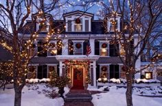 70 Awesome Farmhouse Style Exterior Christmas Lights Decorations - Page 22 of 71 - Afifah Interior