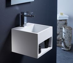 Lave-mains Solid Surface, Lave Main Design, Small Toilet Design, Kyoto, Washbasin Design, Tiny Bath, Diy Bathroom Decor, Bathroom Ideas, Minimalist Bathroom