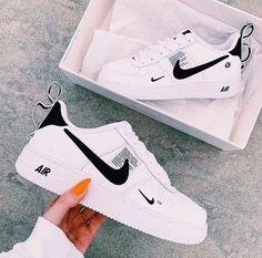 Pin by Damenmode - Carolin on Frauenschuhe in 2020 Sneakers Fashion, Shoes Sneakers, Women's Shoes, Fashion Shoes, Shoes Sport, Sneakers Women, Fashion Fashion, Shoes Style, Fashion Outfits