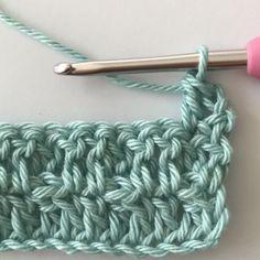 Everyone can crochet©: Honeycomb stitch (Waffle stitch) blanket crochet learn Dutch DIY beginners Crochet Diy, Crochet Baby Toys, Crochet Wool, Crochet Stars, Crochet Waffle Stitch, Honeycomb Stitch, Crochet Stitches Patterns, Baby Set, Crochet Videos