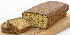INGERS RUGBRØD: Norske Inger er kjent for sunne bakevarer. Dette brødet er et av hennes lavkarbobrød. Norwegian Food, Norwegian Recipes, Low Carb Bread, Omelette, Lchf, Scones, Banana Bread, Sandwiches, Berries