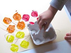 egg carton craft for kids egg carton stampers Spring Crafts, Plastic Cutting Board, Offices, Ps, Pintura, Desks, Office Spaces, Bureaus, The Office